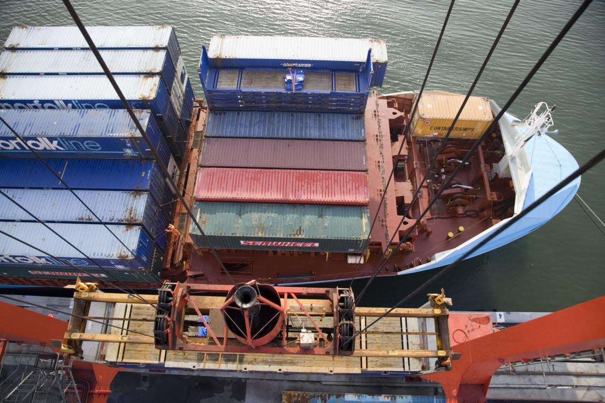 Loading Containers Dublin Port. Photographer David Branigan Oceansport.